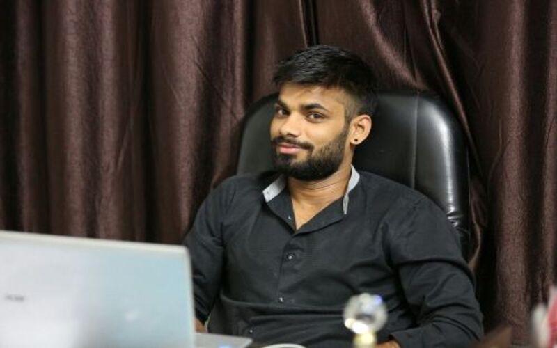 गौरव राणा ने बचपन में उठाया गोबर अब करोड़ों का बिजनेस करने के साथ लोगो को रोजगार भी दे रहे