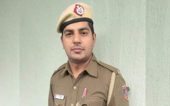 दिल्ली पुलिस में कांस्टेबल Amit Lathia अपनी पूरी कमाई गरीब बच्चों की पढ़ाई में खर्च कर रहे