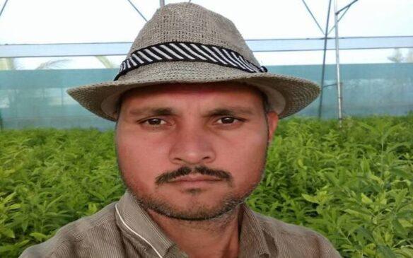 महाराष्ट्र का एक किसान ने सफेद चंदन और काली हल्दी की खेती करके बनाई अपनी पहचान